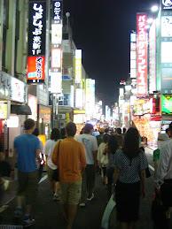 Andando en Shinjuku (Tokyo)