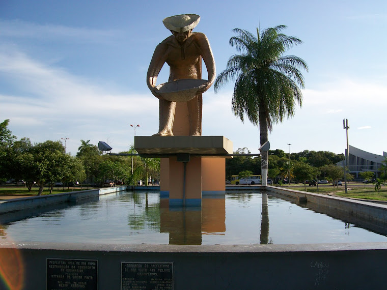 O Monumento ao Garimpeiro, Praça do Centro Cívico