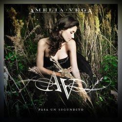 Amelia Vega presenta el arte de su nueva producción.