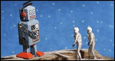 bild på robot och två astronauter