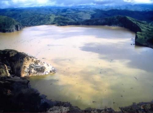 http://2.bp.blogspot.com/_omhQOjiWp6s/TDPGIsi_LUI/AAAAAAAAANc/EM9HCl6wYGw/s1600/lake-nyos.jpg