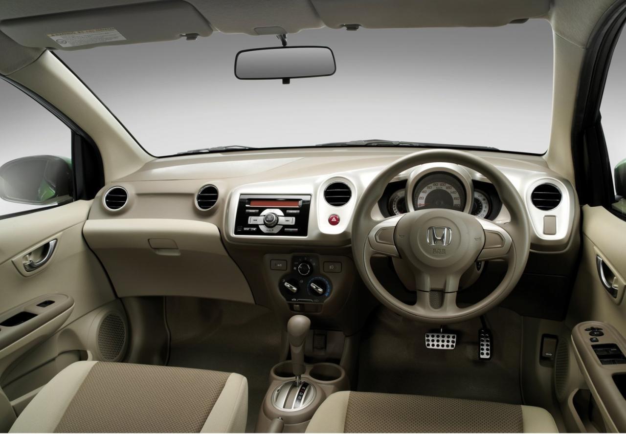 http://2.bp.blogspot.com/_ooiqCxFab5Y/TPU0jN5x1mI/AAAAAAAABOk/wT2hmvLJ0Ks/s1600/Honda+BRIO+Prototype+%25282011+Thai+Spec%2529+Interior+1.jpg