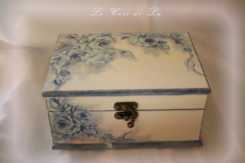 Le cose di lu portagioie con rose blu - Decoupage su mobili in legno ...