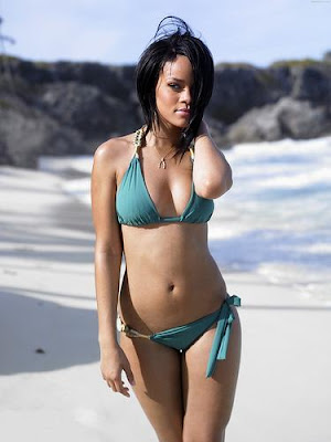rihanna hot wallpaper. rihanna hot pictures.