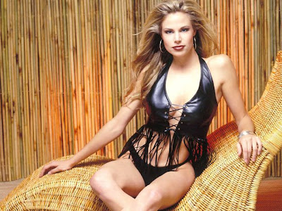 Sexy Brooke Burns in Bikini
