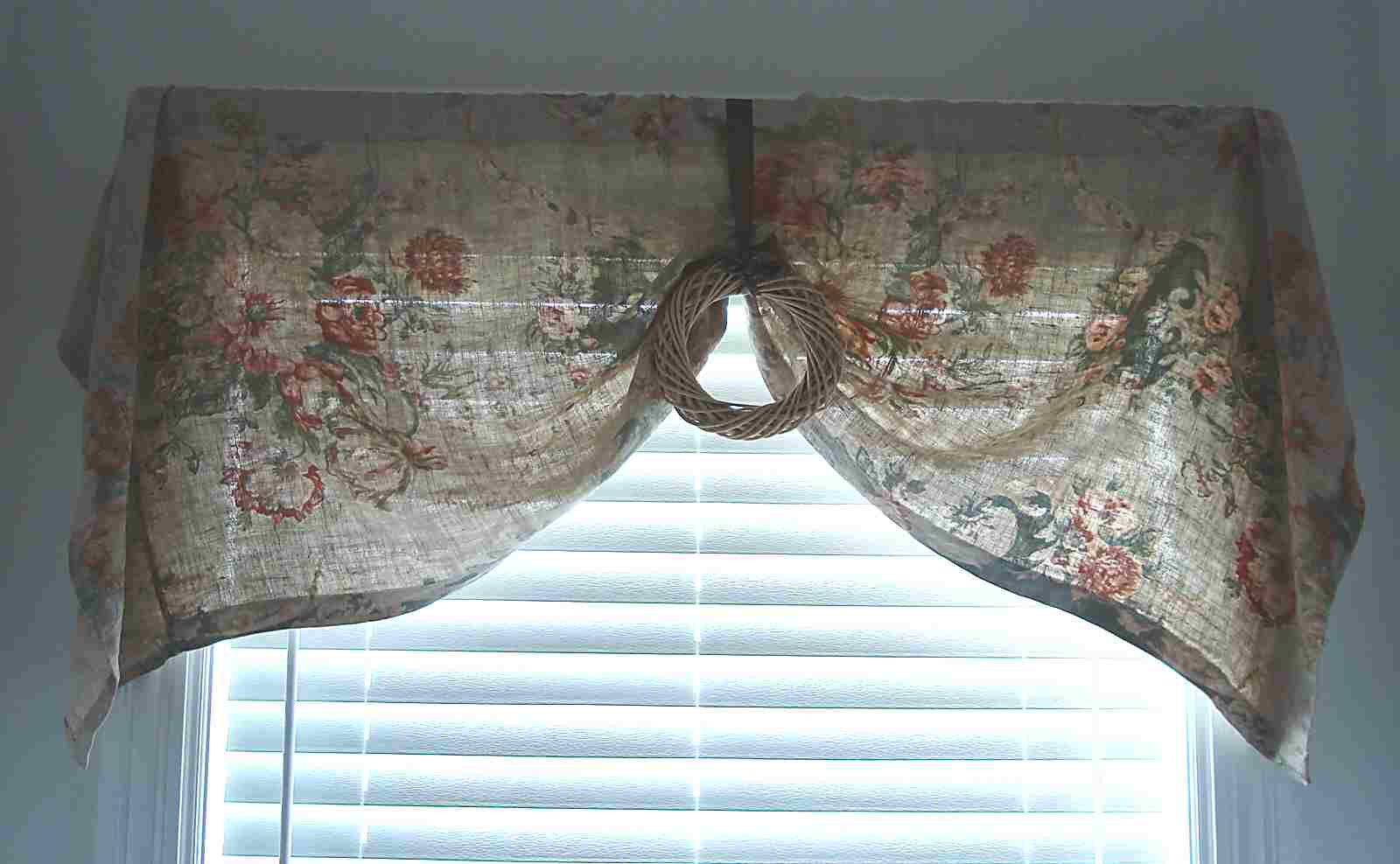 Simple curtain valance - Our First Tutorial Is For This Simple Valance That We Believe Anyone Who Knows How To Measure And Use A Sewing Machine Can Make