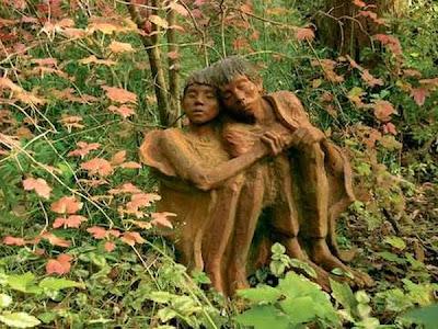 http://2.bp.blogspot.com/_osrVjnPbdEM/TA_99k8uu4I/AAAAAAAAdFQ/UIFf7nqKiis/s400/Garden_wooden_sculptures_11.jpg