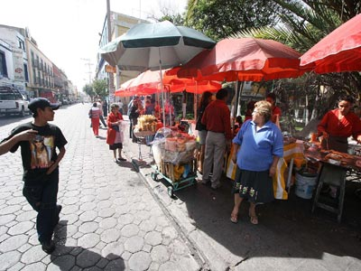 Invaden ambulantes el Centro Histórico