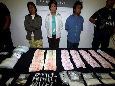 Catea la PGR 2 narcocasas y aseguran mil 775 grapas de cocaína
