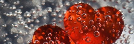 corazon con gotas de agua