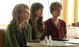 carey mulligan keira knightley and andrew garfield in never let me go