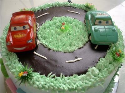 Ini Kue ulang tahun mobil yang satunya... yang aku bilang sama persis ...