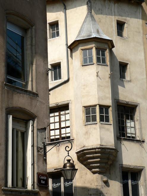 Grand' Rue (la maison au boulet)