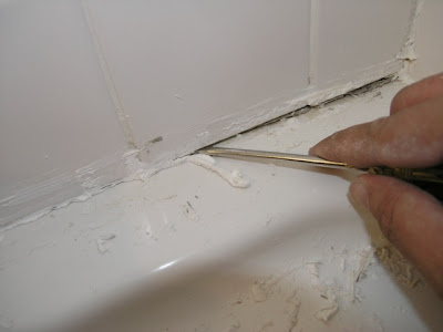 Merveilleux Use A Screw Driver To Remove Caulk From The Gap Between The Shower Walls  And Tub. Be Careful Not To Chip/crack/damage The Tiles Or The Tub.