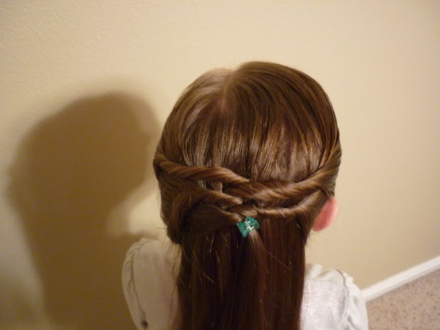 quick and easy twisty hairdo