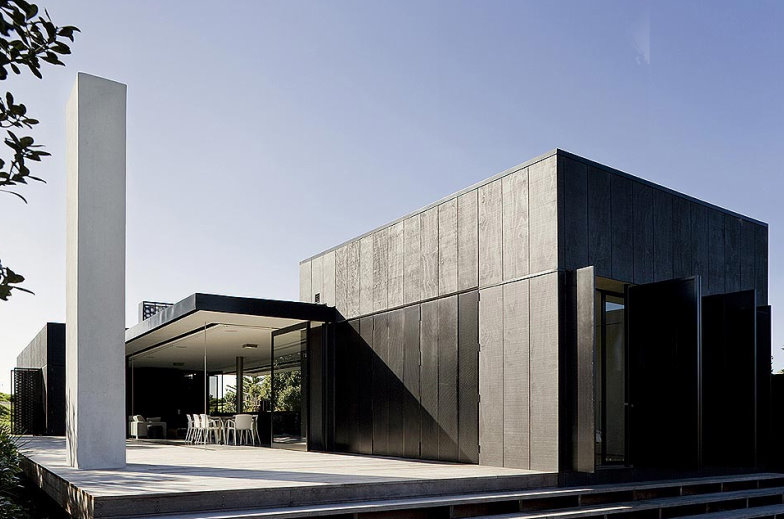 Contemporary-luxury-black-and-white-house-architecture-and-design-with-outdoor-furniture-in-Australia.