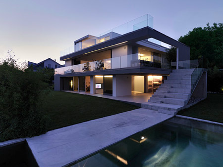 Modern-luxury-house-architecture-design-idea-with-luxury-modern-swimming-pool-design-and-with-modern-stairs-design.