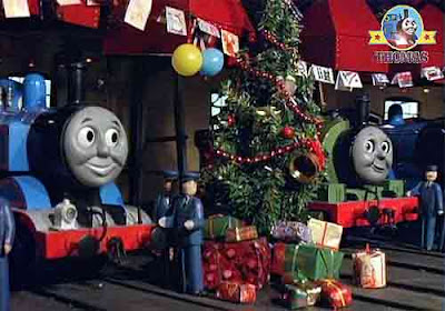 Train Thomas tank and his friends wooden roundhouse shed repainted a really happy Thanksgiving party