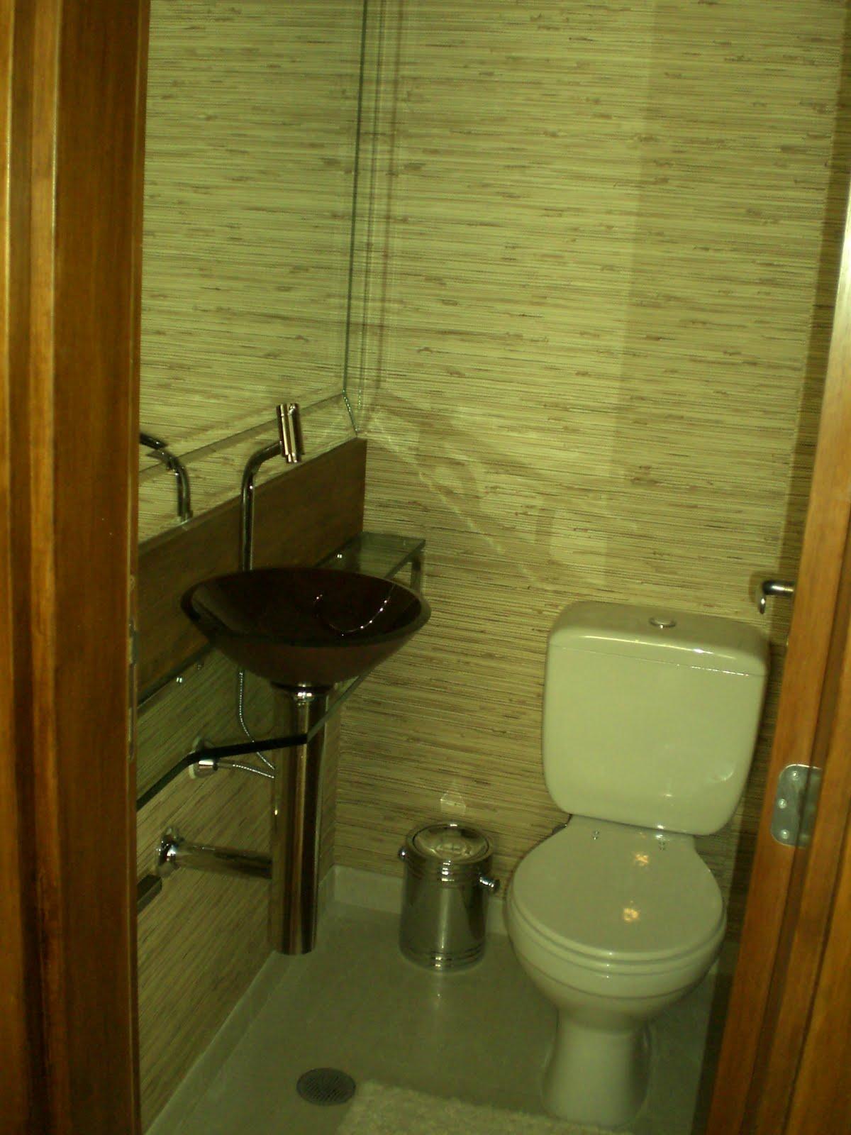 lavabo recebeu palha natural na parede frontão de madeira de  #624107 1200x1600 Banheiro Com Lavabo Externo