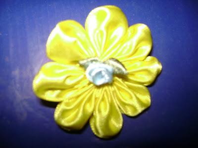 Modelo Nº1: Como Hacer Flores a Base de Cintas...