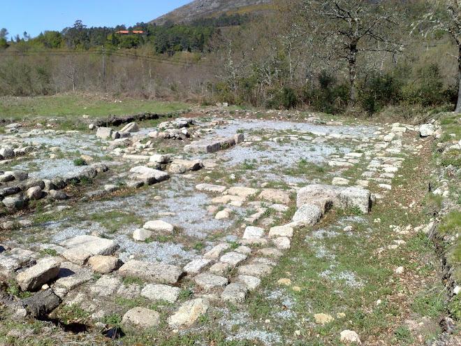 Ruinas da igreja medieval do Campo do Gerês