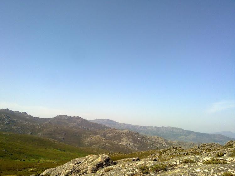 Ao fundo no centro da foto fica localizado o ponto mais alto da Serra do Gerês, O Alto da Nevosa