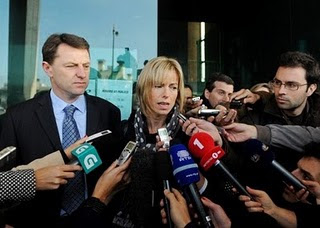 Kate and Gerry McCann have never requested the re-opening of the investigation into Maddie's disappearance.  McCanns+at+Lisbon+airport