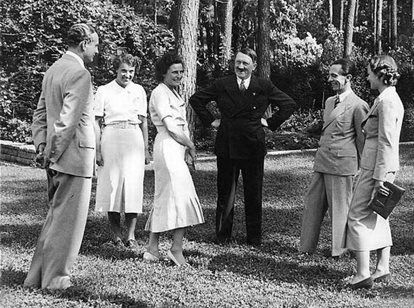 Contoh Edit Photoshop Zaman Nazi : Foto Pertemuan Hitler Dengan Leni ...