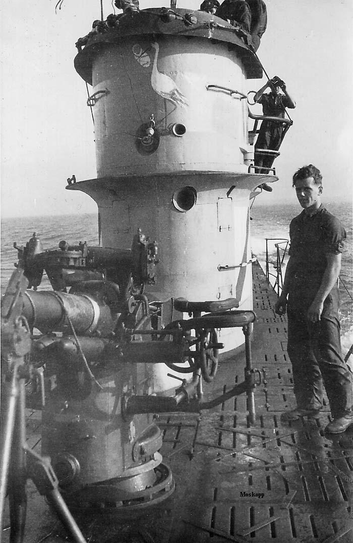 photos de sous-marin et de leur équipage U-52%2Bconning%2Btower,%2Bsummer%2B1942