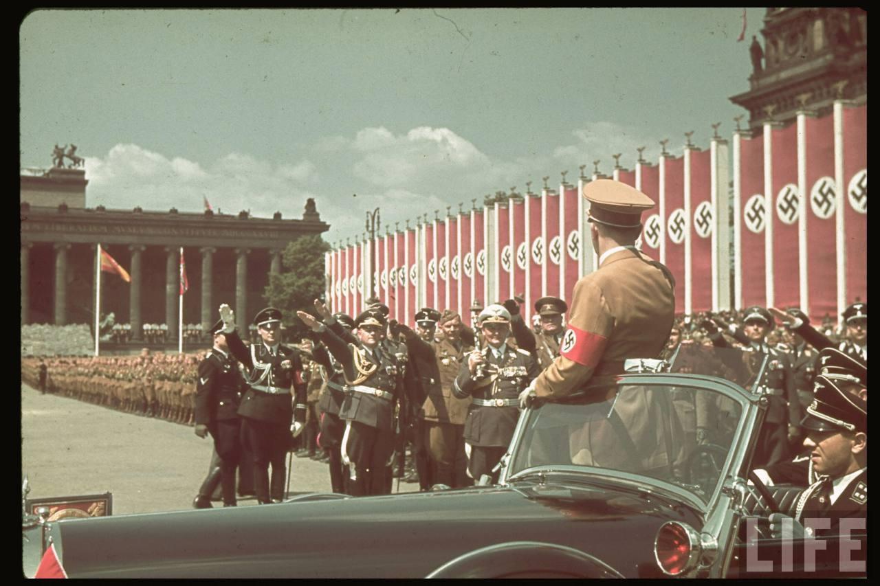 la légion condor et aviation italienne Hitler+in+the+Legion+Condor+ceremony3