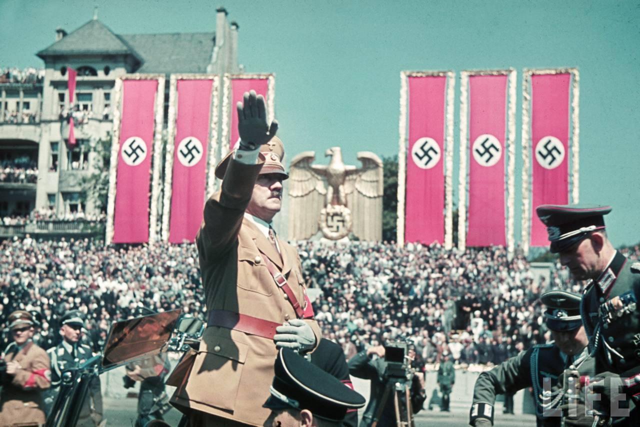la légion condor et aviation italienne Hitler+in+the+Legion+Condor+ceremony4