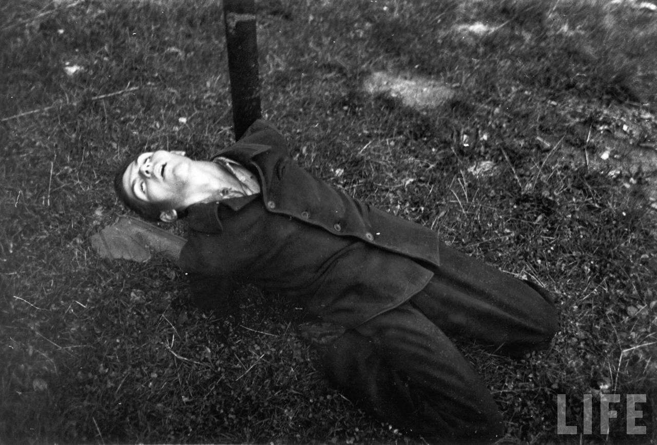 représailles (pendant ou à la fin de la guerre) Execution+of+Nazi+collaborationist+Milice+(Vichy+police)07