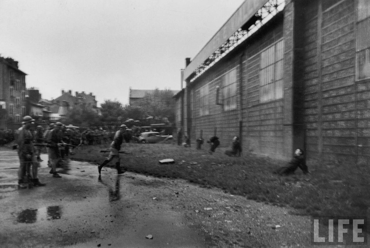 représailles (pendant ou à la fin de la guerre) Execution+of+Nazi+collaborationist+Milice+(Vichy+police)10