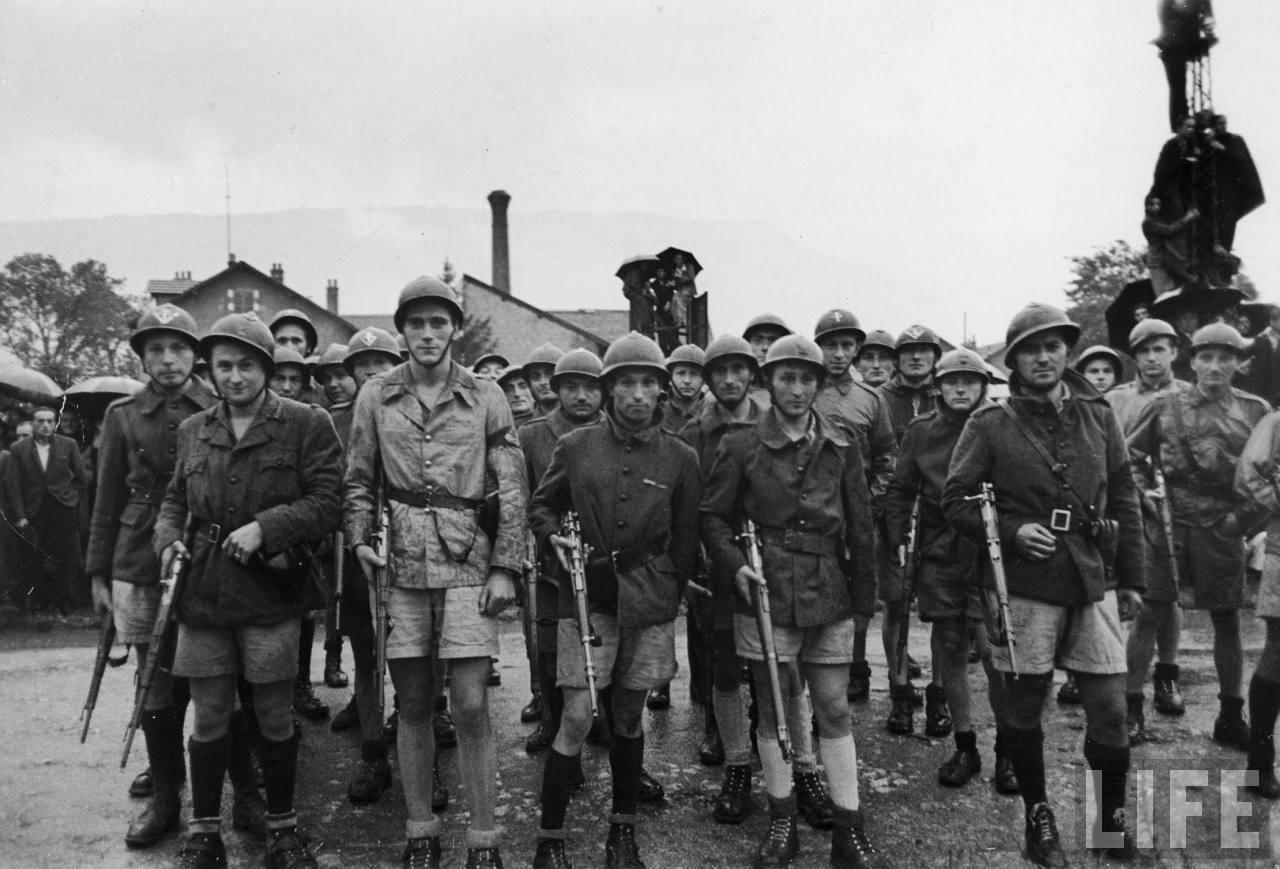 représailles (pendant ou à la fin de la guerre) Execution+of+Nazi+collaborationist+Milice+(Vichy+police)15