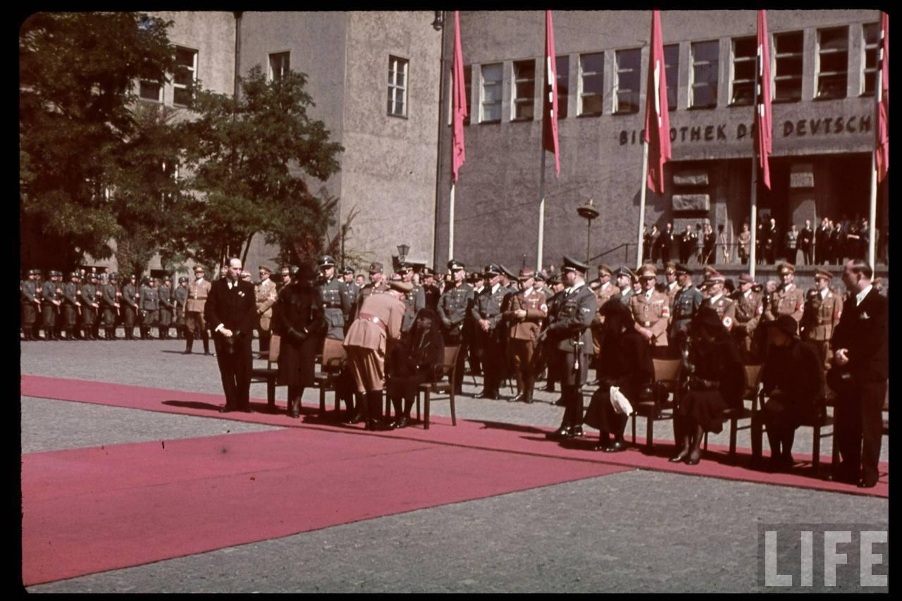 photos de hugo jaeger (photographe de Adolf Hitler ) Hugo+Bruckmann's+funeral02