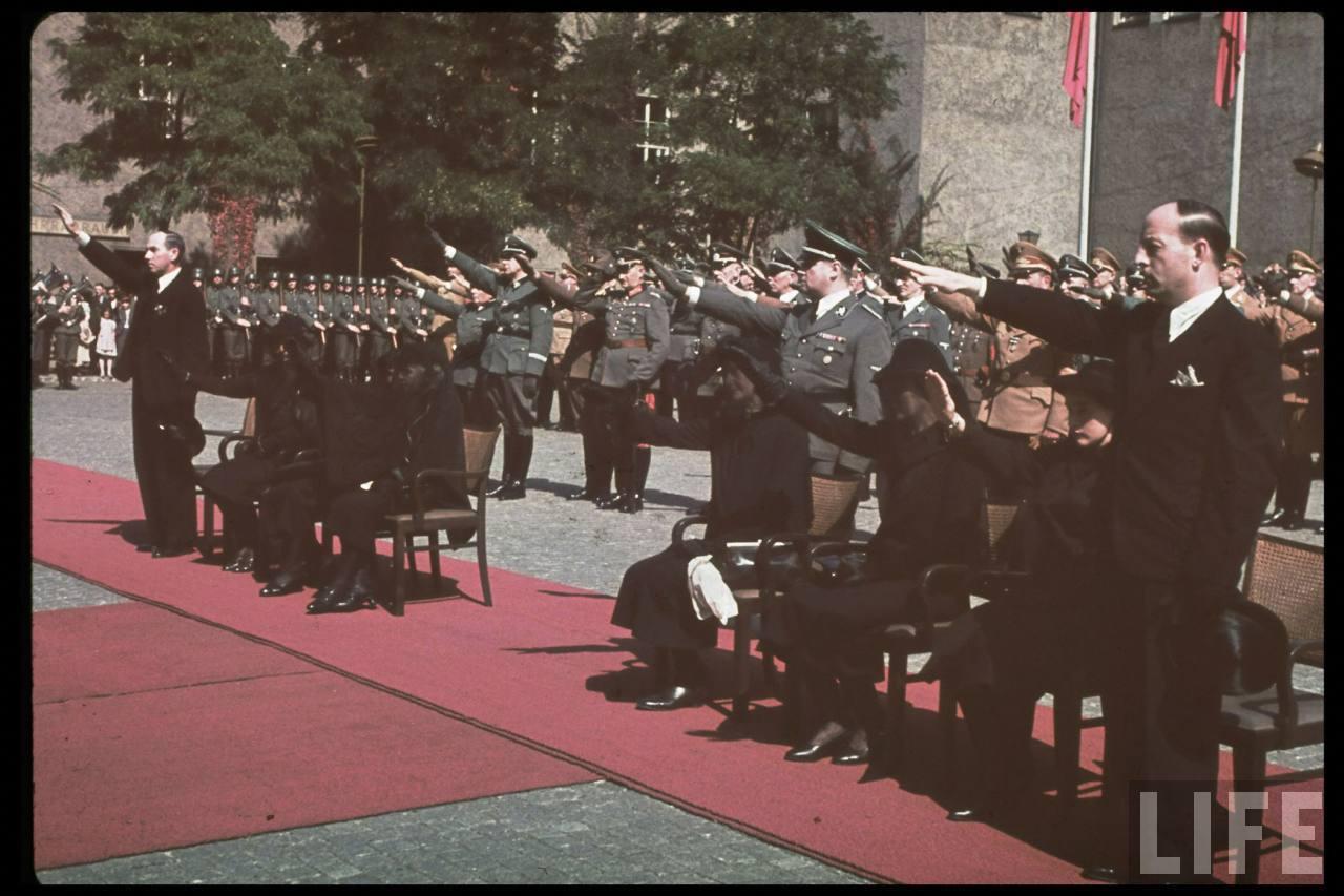 photos de hugo jaeger (photographe de Adolf Hitler ) Hugo+Bruckmann's+funeral01