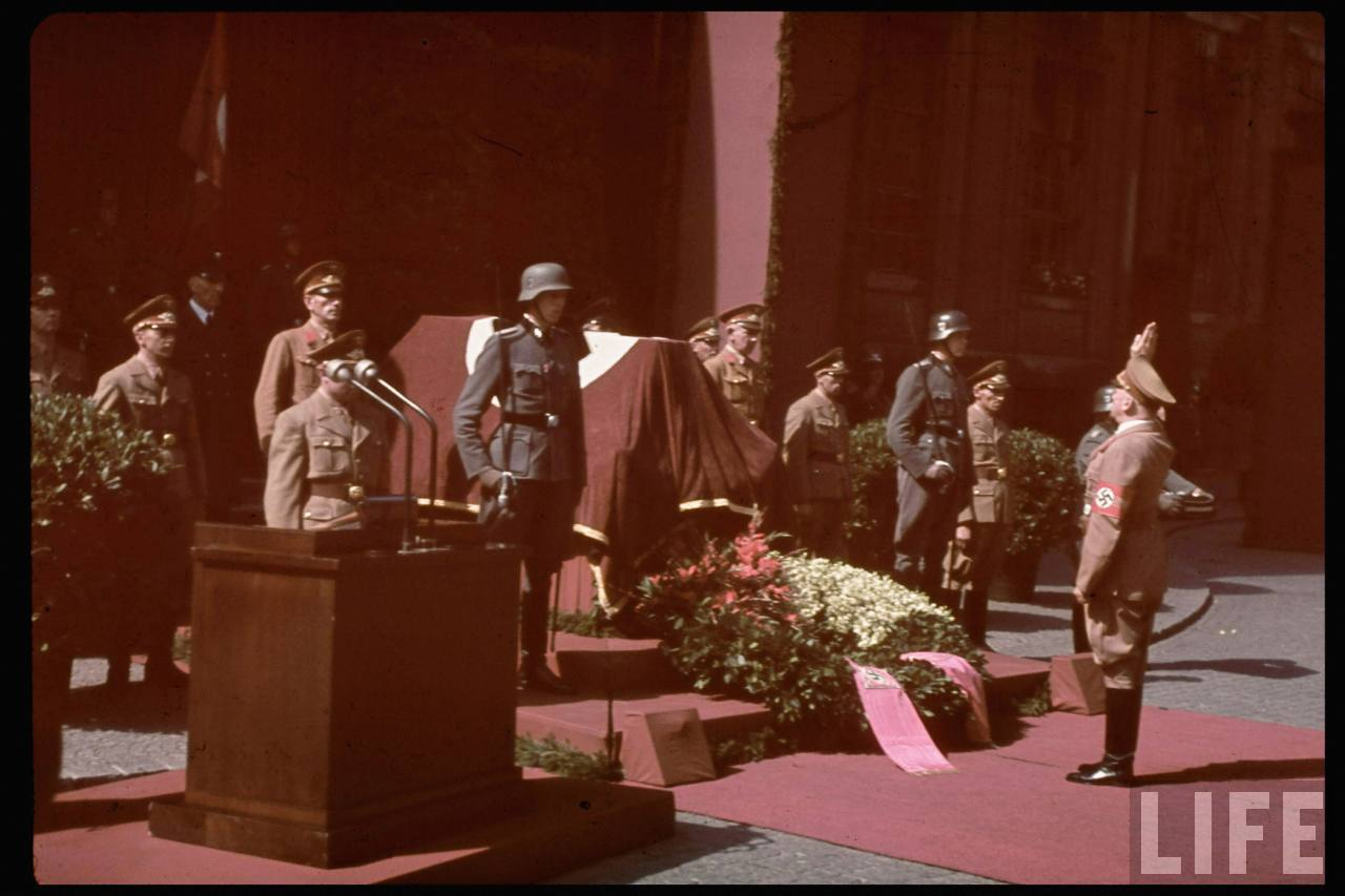 photos de hugo jaeger (photographe de Adolf Hitler ) Hugo+Bruckmann's+funeral05