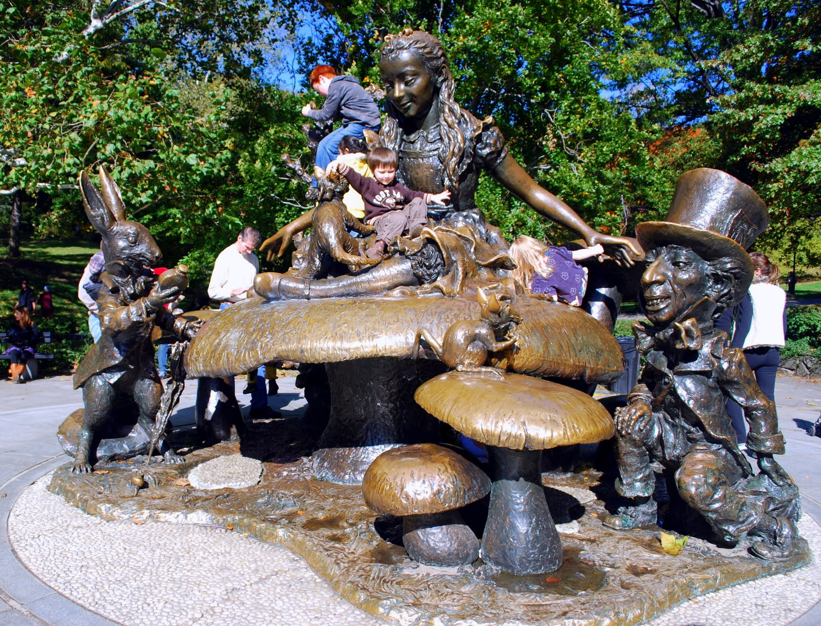 Mille fiori favoriti alice in wonderland in central park for Thing to do new york