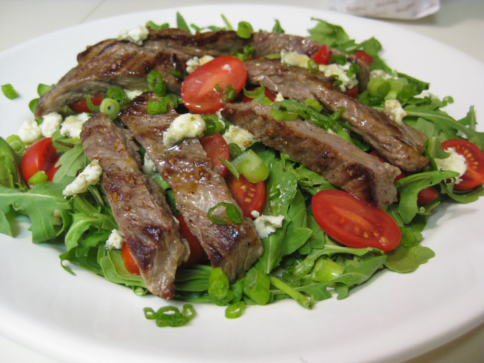food for scot: Skirt Steak Salad with Arugula and Blue Cheese