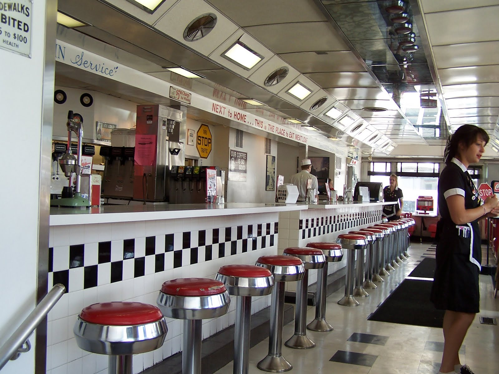 Davwuds Food Court  Stuck in the 50s Since 1987