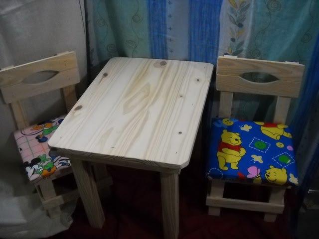Jr mesas y sillas parachicos mesa de pino con sillas for Mesa y silla infantil