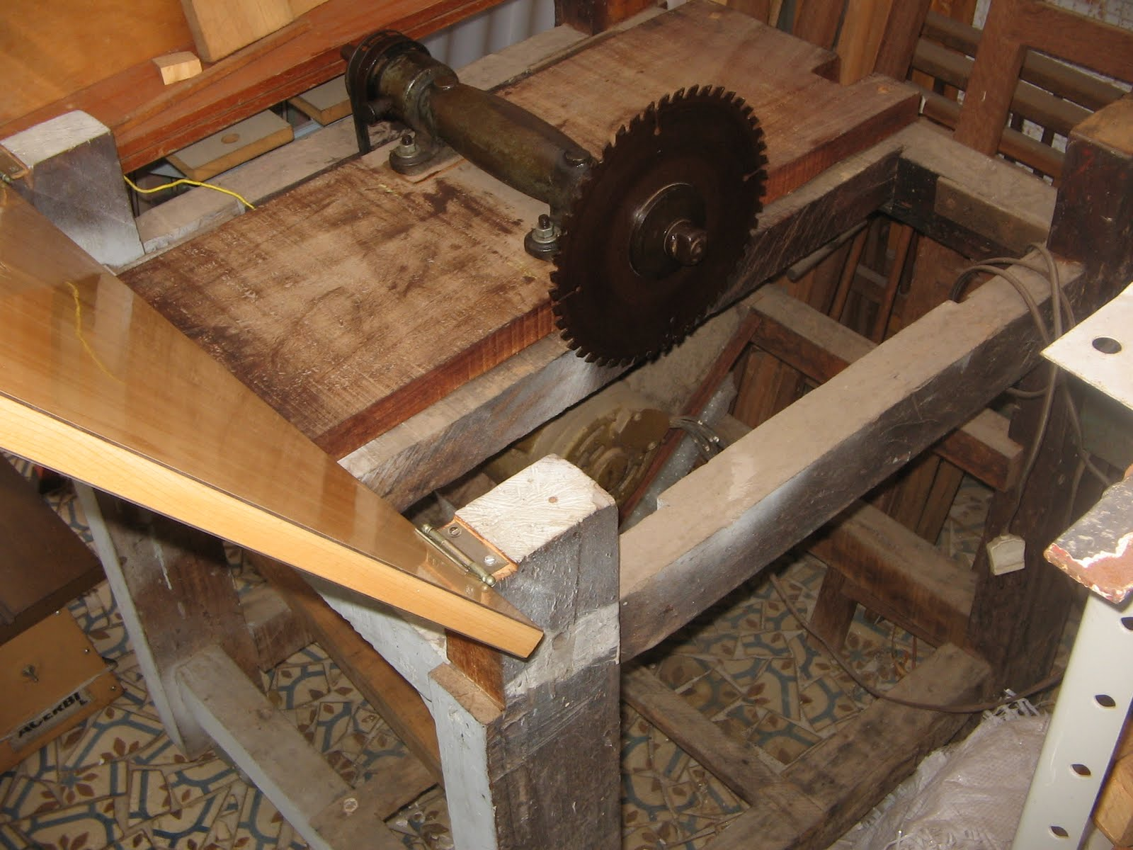 luthier: Máquinas Serra circular de bancada caseira #A27229 1600x1200
