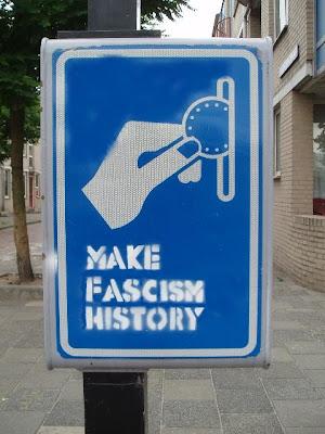 esta foto, bueno parecida, me salió en google images tecleando: Madrid será la tumba del fascismo