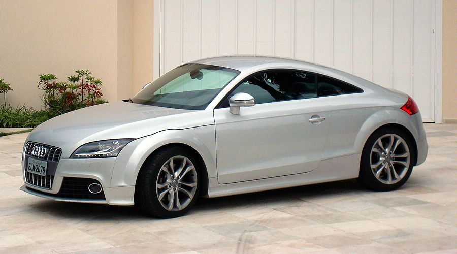audi 39 s garage audi tts encurta dist ncias. Black Bedroom Furniture Sets. Home Design Ideas