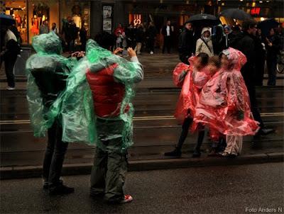 chalmerscortegen 2010, chalmerskortegen, chalmers cortege, kortege, regnrockar, hel familj, rött och grönt