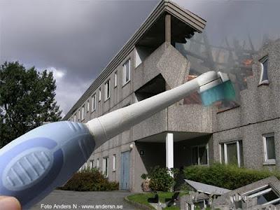 electric toothbrush eltandborste tandborste river demolerar hus betong bergsjön förort foto anders n