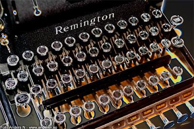gammal skrivmaskin, remington, old typewriter, tangenter, keys, bokstäver, letters, alfabet, foto anders n
