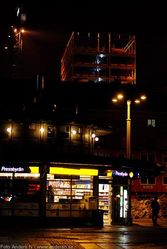 drottningtorget, göteborg, utanför centralen, pressbyrån, gamla posthuset, hotellbygge, natt, kväll, vinter, foto anders n