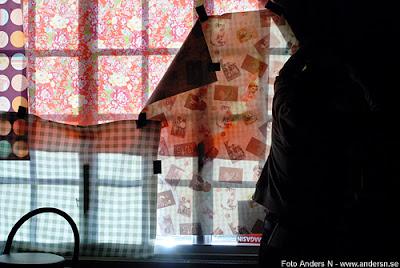 avskärmning, dukar, tidning, block light, fönster, starkt ljus, tejpa, foto anders n