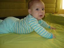 ♥Caio com 4 meses: 7,235kgs e 63,8cm